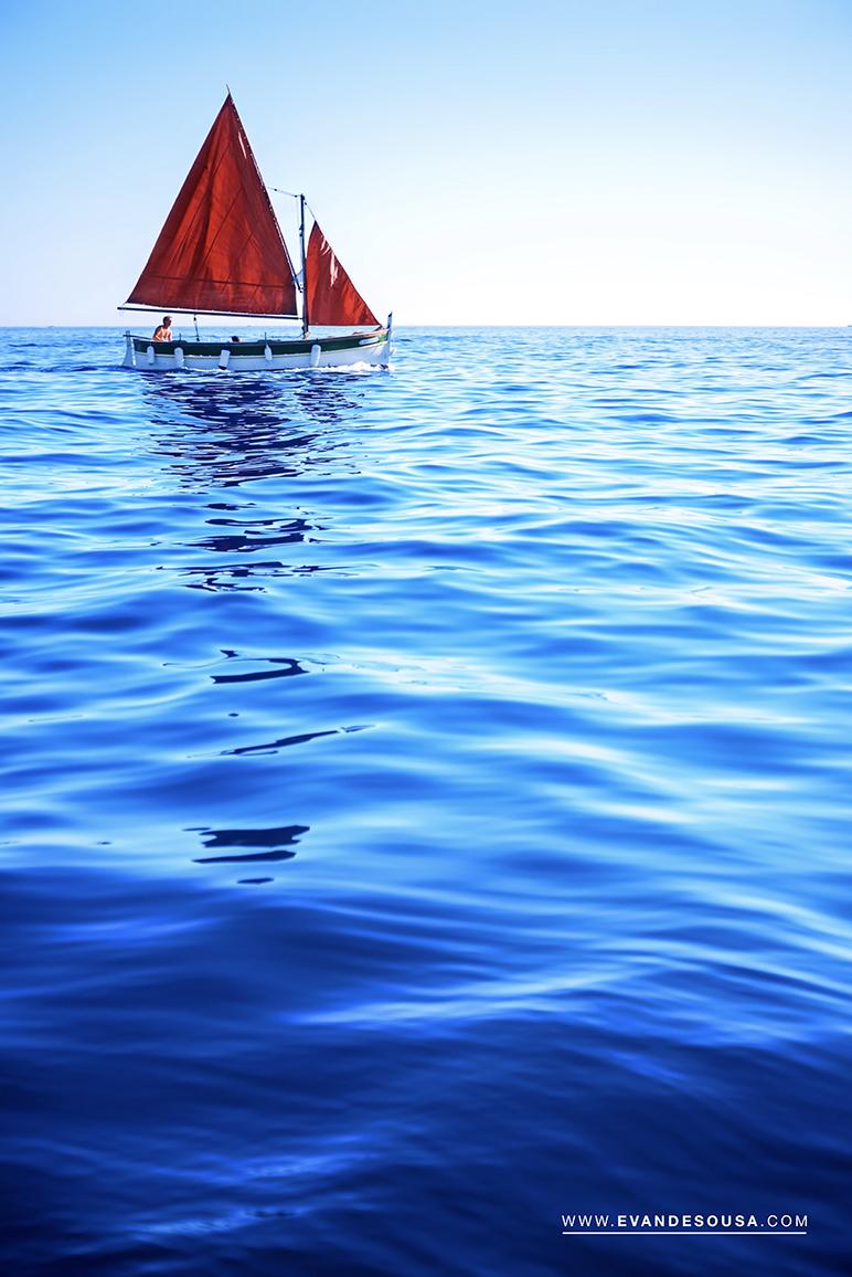 Voile Rouge - Mer Méditerranée - Cassis - Photo Evan De Sousa